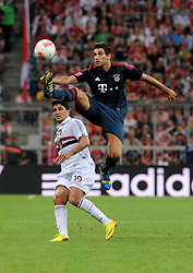 31.07.2013, Allianz Arena, Muenchen, Audi Cup 2013, FC Bayern Muenchen vs Sao Paulo, im Bild, Javier MARTINEZ (FC Bayern Muenchen) springt hoeher als ALIOSIO (Sao Paulo FC) // during the Audi Cup 2013 match between FC Bayern Muenchen and Sao Paulon at the Allianz Arena, Munich, Germany on 2013/07/31. EXPA Pictures © 2013, PhotoCredit: EXPA/ Eibner/ Wolfgang Stuetzle<br /> <br /> ***** ATTENTION - OUT OF GER *****