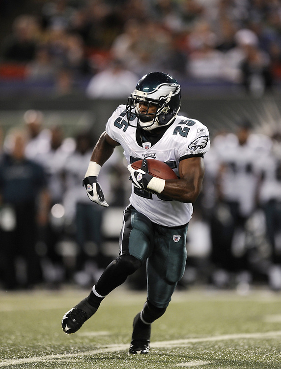EAST RUTHERFORD, NJ - SEPTEMBER 3: LeSean McCoy #25 of the Philadelphia Eagles rushes against the New York Jets on September 3, 2009 at Giants Stadium in East Rutherford, New Jersey. The Jets won 38-27. (Photo by Rob Tringali) *** Local Caption *** LeSean McCoy