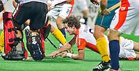 NEW DELHI -  Ronald Brouwer kan niet tot scoren komen tijdens de  halve finale tussen Nederland en Australie (1-2),  donderdag bij het WK Hockey 2010 voor mannen in New Delhi.