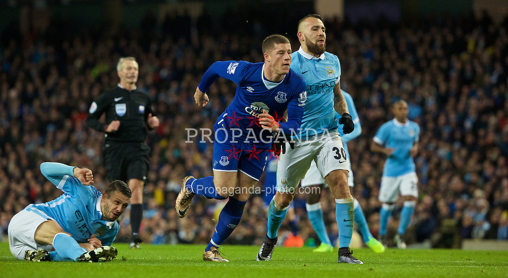 MANCHESTER, ENGLAND - Wednesday, January 27, 2016: Everton's Ross Barkley scores the first goal against Manchester City during the Football League Cup Semi-Final 2nd Leg match at the City of Manchester Stadium. (Pic by David Rawcliffe/Propaganda)