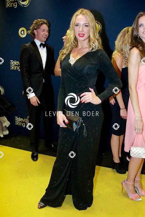 AMSTERDAM - In Theater Carré is de Gouden Televizier-Ring Gala 2014 gehouden. Velen bekende Nederlanders kwamen over de gouden loper. Met hier op de foto Alice Sunderland. FOTO LEVIN DEN BOER - PERSFOTO.NU