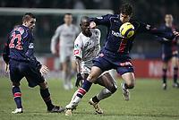 Fotball<br /> Frankrike 2004/05<br /> Paris Saint Germain v Toulouse<br /> 15. januar 2005<br /> Foto: Digitalsport<br /> NORWAY ONLY<br /> LORIK CANA / SYLVAIN ARMAND (PSG) / ACHILLE  EMANA (TOU)