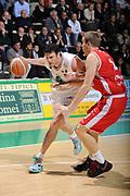 DESCRIZIONE :Siena  Lega A 2011-12 Montepaschi Siena Cimberio Varese Play off gara 1<br /> GIOCATORE : Ksistof Lavrinovic<br /> CATEGORIA : tecnica<br /> SQUADRA : Montepaschi Siena<br /> EVENTO : Campionato Lega A 2011-2012 Play off gara 1 <br /> GARA : Montepaschi Siena Cimberio Varese<br /> DATA : 17/05/2012<br /> SPORT : Pallacanestro <br /> AUTORE : Agenzia Ciamillo-Castoria/ GiulioCiamillo<br /> Galleria : Lega Basket A 2011-2012  <br /> Fotonotizia : Siena  Lega A 2011-12 Montepaschi Siena Cimberio Varese Play off gara 1<br /> Predefinita :