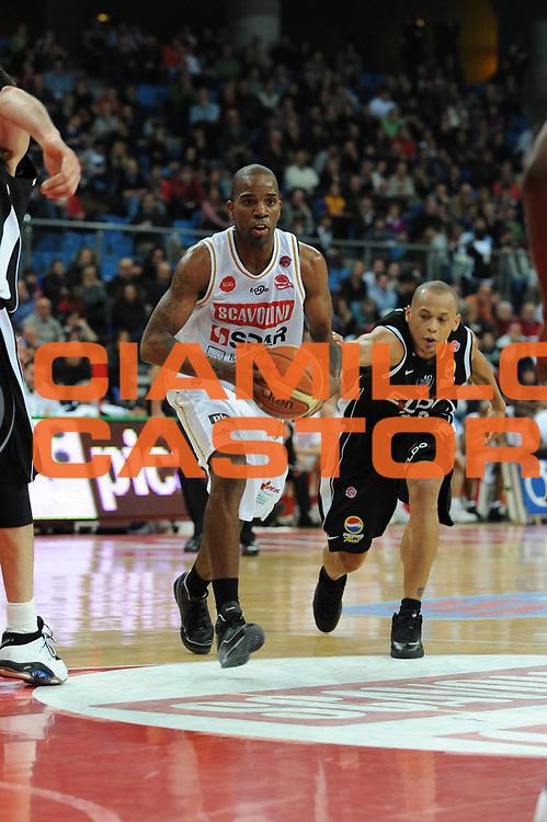 DESCRIZIONE : Pesaro Lega A1 2008-09 Scavolini Spar Pesaro Eldo Caserta<br /> GIOCATORE : Ramel Curry<br /> SQUADRA : Scavolini Spar Pesaro<br /> EVENTO : Campionato Lega A1 2008-2009 <br /> GARA : Scavolini Spar Pesaro Eldo Caserta<br /> DATA : 01/03/2009 <br /> CATEGORIA : palleggio<br /> SPORT : Pallacanestro <br /> AUTORE : Agenzia Ciamillo-Castoria/M.Marchi