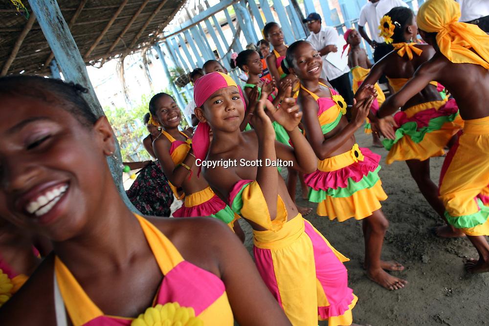 A local dance troupe performs for tourists in Cartagena, a unique travel destination on Colombia's Caribbean coast. (Photo/Scott Dalton)