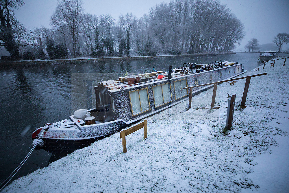 © Licensed to London News Pictures. 10/12/2017. Reading, UK. A barge is splattered with snow on the River Thames near Reading, Berkshire, as parts of the south east of England are blanketed with snow for the first time this winter. Photo credit: Peter Macdiarmid/LNP
