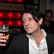 NLD/Amsterdam/20080310 - uitreiking Film1 Rembrand Awards 2008, Pierre Bokma met een glas bier