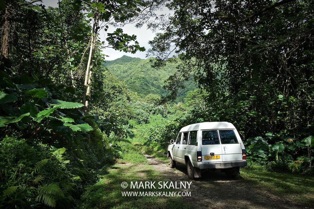 Tahiti and the Society Islands Photographed by Mark Skalny 1-888-658-3686