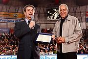 DESCRIZIONE : Varese Lega A 2009-10 Stelle per un sorriso Premiazione Manuel Raga<br /> GIOCATORE : Manuel Raga Manuel Raga JR Sindaco Attilio Fontana<br /> SQUADRA : <br /> EVENTO : Campionato Lega A 2009-2010 <br /> GARA : Stelle per un sorriso Premiazione Manuel Raga<br /> DATA : 12/03/2010<br /> CATEGORIA : Ritratto Premiazione<br /> SPORT : Pallacanestro <br /> AUTORE : Agenzia Ciamillo-Castoria/G.Cottini<br /> Galleria : Lega Basket A 2009-2010 <br /> Fotonotizia : Varese Campionato Italiano Lega A 2009-2010 Stelle per un sorriso Premiazione Manuel Raga<br /> Predefinita :