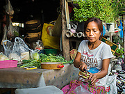 04 FEBRUARY 2015 - BANGKOK, THAILAND: A street food vendor chop vegetables in central Bangkok. After months of relative calm following the May 2014 coup, tensions are increasing in Bangkok. The military backed junta has threatened to crack down on anyone who opposes the government. Relations with the United States have deteriorated after Daniel Russel, the US Assistant Secretary of State for Asian and Pacific Affairs, said that normalization of relations between Thailand and the US would depend on the restoration of a credible democratically elected government in Thailand.    PHOTO BY JACK KURTZ
