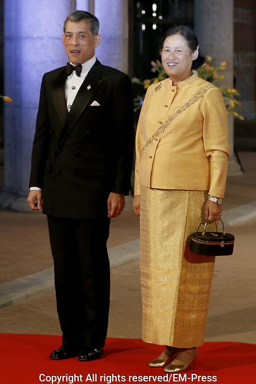 Afscheidsdiner Koningin Beatrix in Rijksmuseum. Het afscheidsdiner wordt gehouden in de Eregalerij van het 2 weken geleden door de koningin heropende museum. <br /> <br /> Farewell Dinner Queen Beatrix at Rijksmuseum. The farewell dinner will be held in the Hall of Fame of two weeks ago reopened by the Queen museum.<br /> <br /> Op de foto / On the Photo:  Maha Chakri Sirindhorn and Maha Vajiralongkorn of Thailand