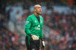 LONDON, ENGLAND - Saturday, January 9, 2010: Everton's goalkeeper Tim Howard in action against Arsenal during the Premiership match at the Emirates Stadium. (Photo by David Rawcliffe/Propaganda)