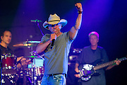 Kenney Chesney performs for Sirius XM in New York City by Ben Hider Kenny Chesney Concert