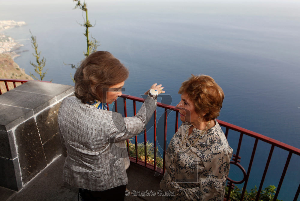 The King of Spain, Juan Carlos and Queen Sofia, Portuguese first lady, Maria Cavaco Silva, Portuguese President, Cavaco Silva, during a visit to Cape Girao, near Funchal, Madeira Island, Portugal, 31July 2009.Foto Gregorio Cunha