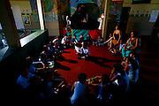 Timoteo_MG, Brasil...A Escola Estadual Capitao Egidio Lima conseguiu refazer seu curriculo, sem ajuda da rede. O grande forte la e a valorizacao da cultura afro-brasileira. Na foto, oficinas de leitura...The State School Capitao Egidio Lima. The school values the african-Brazilian culture. In this photo, the reading workshops. ..Foto: LEO DRUMOND / NITRO.
