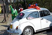 Op de set van DE CLUB VAN SINTERKLAAS &amp; GEBLAF OP DE PAKJESBOOT is de vijfde film waarin Sinterklaas en de bekendste Pieten van Nederland; Testpiet, Coole Piet, Muziekpiet, Profpiet, Hoge Hoogte Piet, Keukenpiet en Danspiet een spannend avontuur beleven. <br /> <br /> Op de foto: Job Bovelander als zwarte Piet