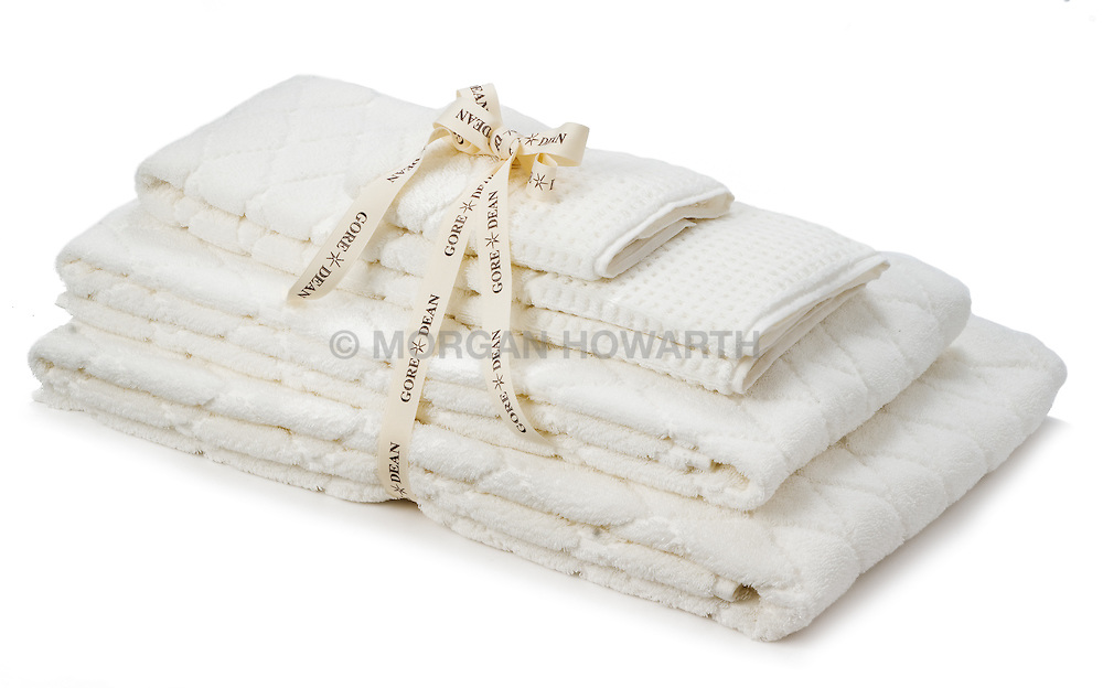 Gore Dean white towel set