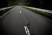 Katsurao, May 30 2011 - .(eng) A crack in the pavement of the road 399, crossing the new evacuation zone from north to south..(fr) Un stigmat du séisme du 11 mars sur la route nationale 399, traversant la nouvelle zone à évacuer du nord au sud.