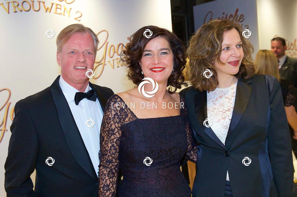 AMSTERDAM - In DeLaMar Theater is de Nederlandse premiere van de nieuwe film Gooische Vrouwen 2. Met hier op de foto Anouchka van Miltenburg en Edith Schippers (r). FOTO LEVIN DEN BOER - PERSFOTO.NU