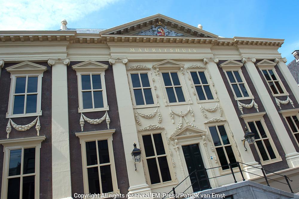 Koning Willem Alexander is bij de lancering van de website  in het Mauritshuis over de restauratie en kunsthistorisch onderzoek Oranjezaal.<br /> <br /> King William Alexander was at the launch of the website in the Mauritshuis on the restoration and art historical research Oranjezaal.<br /> <br /> Op de foto / On the photo: Mauritshuis