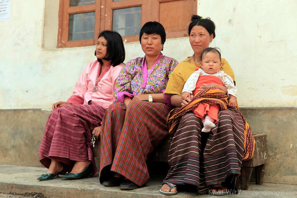 Asia, Bhutan, Wangdue. Women of Wangdu Phodrang in traditional clothing.