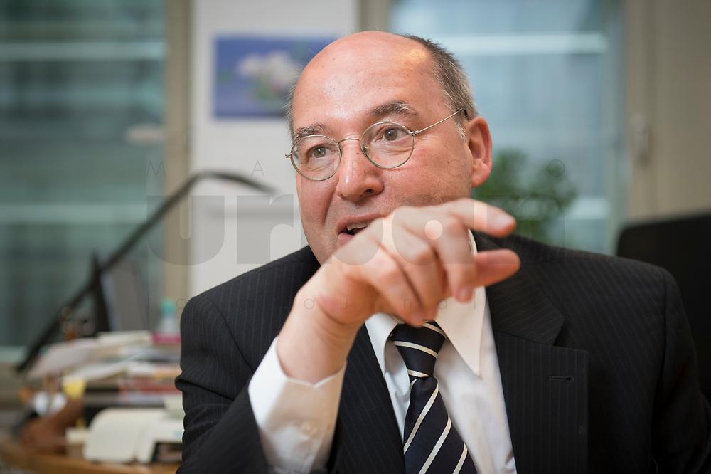 08 MAY 2014, BERLIN/GERMANY:<br /> Gregor Gysi, MdB, Die Linke Fraktionsvorsitzender, waehrend einem Interview, in seinem Buero, Jakob-Kaiser-Haus<br /> IMAGE: 20140508-02-022