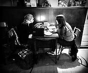 Javier Calvelo/ URUGUAY/ MONTEVIDEO/ Ciudad ocre. Bar Luz.  Bar Pizzer&iacute;a Luz en Av Rivera 2149 (Joaqu&iacute;n Requena).<br /> En la foto:  Bar Pizzer&iacute;a Luz. Foto: Javier Calvelo <br /> 20140422  dia martes