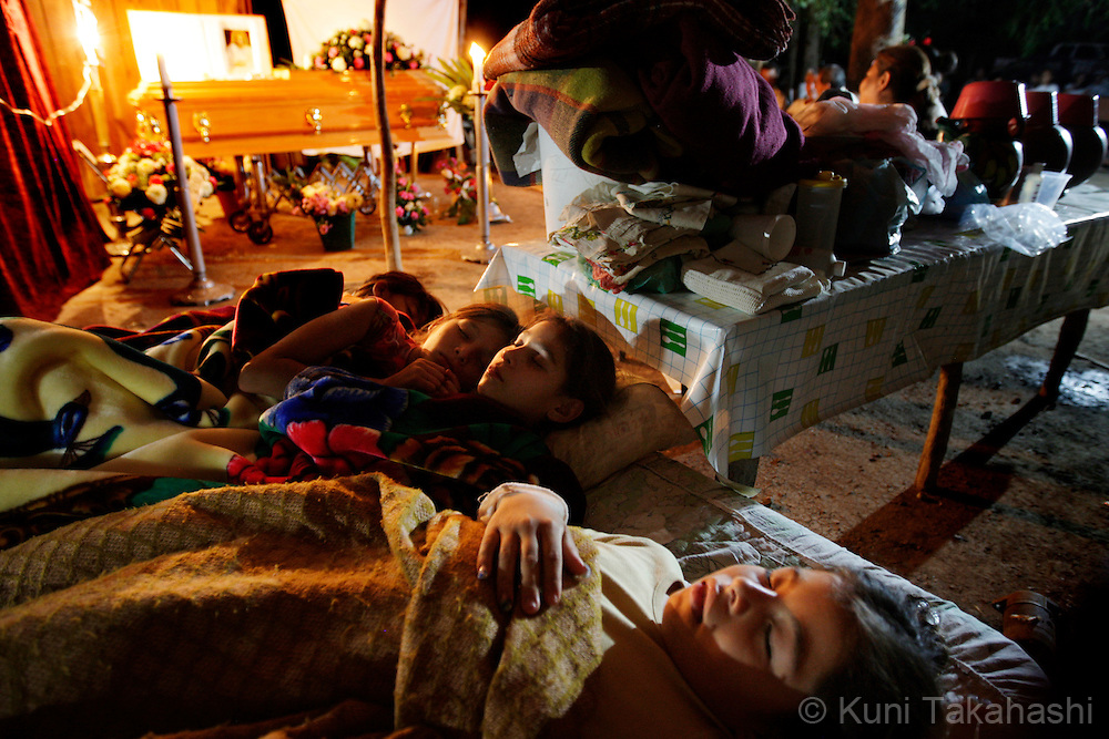 Children sleep in front of a casket of Mariana de la Torre during the vigil in Apatzingan, Mexico on April 8, 2009.<br /> (Photo by Kuni Takahashi)
