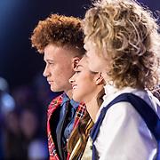 NLD/Amsterdam/20171030 - Holland Next Top Model 2017 finale, winnaar Montell van Leijen, Sanne de Kramer en Ritse de Jong