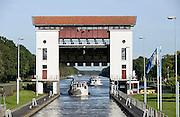 Nederland, Eefde, 3-10-2013De sluis in het Twentekanaal. Een groot binnenschip wordt geschut richting Twente.Foto: Flip Franssen/Hollandse Hoogte