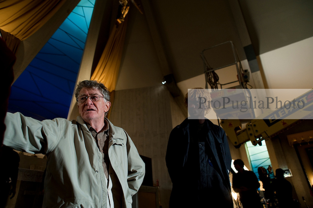 Il Villaggio di Cartone Regia di Ermanno Olmi.Bari 28 Ottobre 2010