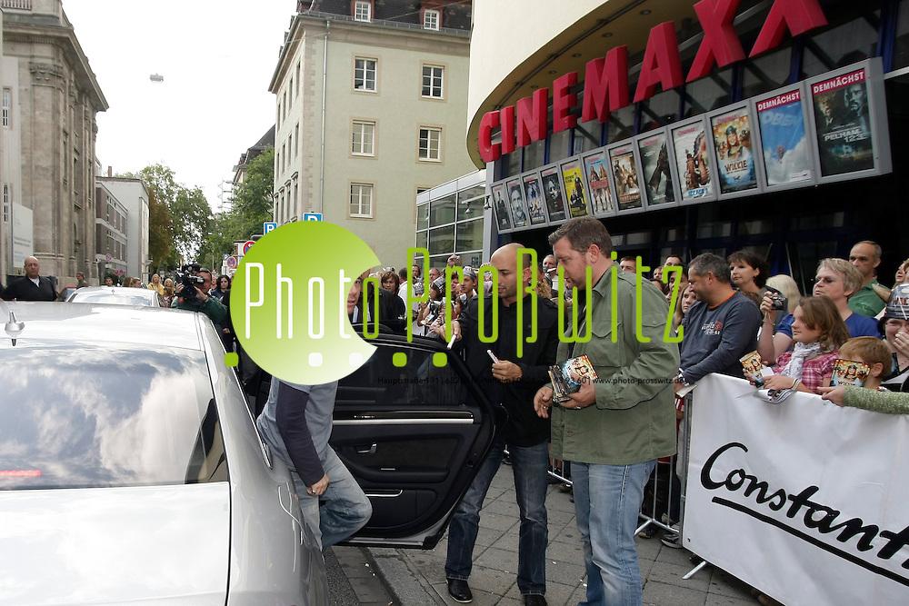 Mannheim. Cinemaxx. Michael Bully Herbig und sein Wickie-Darsteller Jonas H&permil;mmerle kommen zur Vorpremiere von Bullys neuestem Film &quot;Wickie und die starken M&permil;nner&quot; zur 17:30 Uhr Vorstellung ins CinemaxX Mannheim. <br /> <br /> <br /> Bild: Markus Proflwitz / masterpress /  <br /> <br /> ++++ Archivbilder und weitere Motive finden Sie auch in unserem OnlineArchiv. www.masterpress.org oder &cedil;ber das Metropolregion Rhein-Neckar Bildportal   ++++ *** Local Caption *** masterpress Mannheim - Pressefotoagentur<br /> Markus Proflwitz<br /> C8, 12-13<br /> 68159 MANNHEIM<br /> +49 621 33 93 93 60<br /> info@masterpress.org<br /> Dresdner Bank<br /> BLZ 67080050 / KTO 0650687000<br /> DE221362249