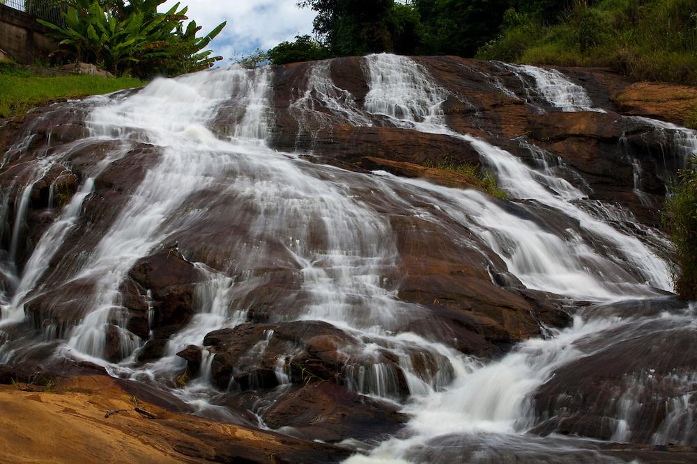 Ibitirama_ES, Brasil...Cachoeira localizada no centro da cidade de Ibitirama...A waterfall in the city centre in Ibitirama...Foto: LEO DRUMOND / NITRO