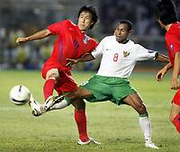 Fotball<br /> Asiamesterskapet / Asia Cup<br /> Foto: imago/Digitalsport<br /> NORWAY ONLY<br /> <br /> Sør-Korea v Indonesia<br /> 18.07.2007  <br /> Kim Sang Sik (Südkorea, li.) gegen Elie Aiboy (Indonesien)