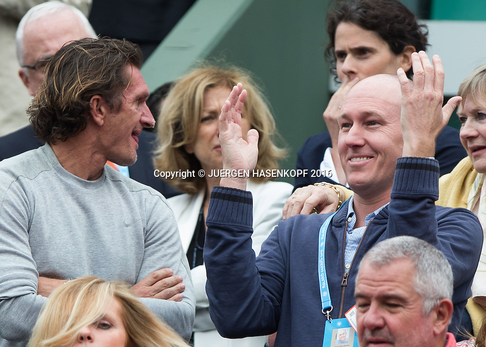 Garbine Muguruza Trainer Sam Sumyk und ihr Manager Olivier Van Lindonk freuen sich in der Spielerloge<br /> <br /> Tennis - French Open 2016 - Grand Slam ITF / ATP / WTA -  Roland Garros - Paris -  - France  - 4 June 2016.