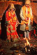 INDIA, HINDUISM, CEREMONIES Wedding; bride  and amp; groom hands