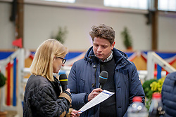 Im Interview Martina Brüske und Alvaro Alminana Poquet<br /> Klein Offenseth - Hengstschau Stall Hell 2020<br /> © www.sportfotos-lafrentz.de/Stefan Lafrentz