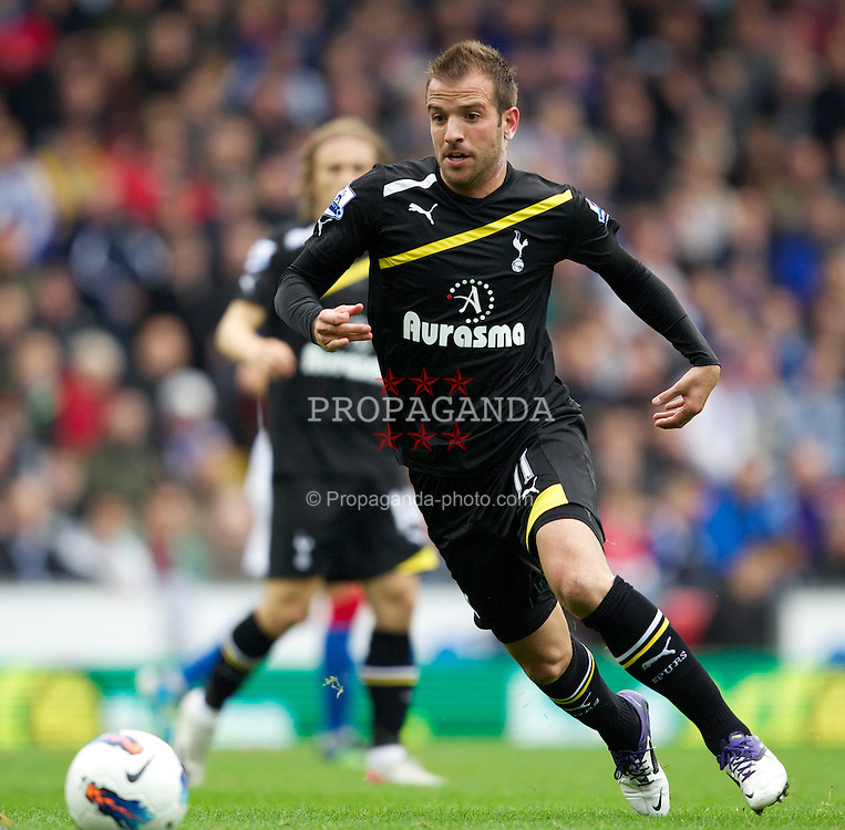 BLACKBURN, ENGLAND - Sunday, October 23, 2011: Tottenham's Rafael Van Der Vaart in action against Blackburn Rovers during the Premiership match at Ewood Park. (Pic by Vegard Grott/Propaganda)