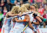 LONDON -  Unibet Eurohockey Championships 2015 in  London. final women  Netherlands v England (2-2) , England wins shoot outs. Dutch team  celebrate the first goal. right Maartje Paumen.  WSP Copyright  KOEN SUYK