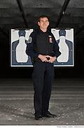 Portrait de l'instructeur de tir du Groupe Garda  /  Salle de tir / Montreal / Canada / 2012-03-12, © Photo Marc Gibert / adecom.ca