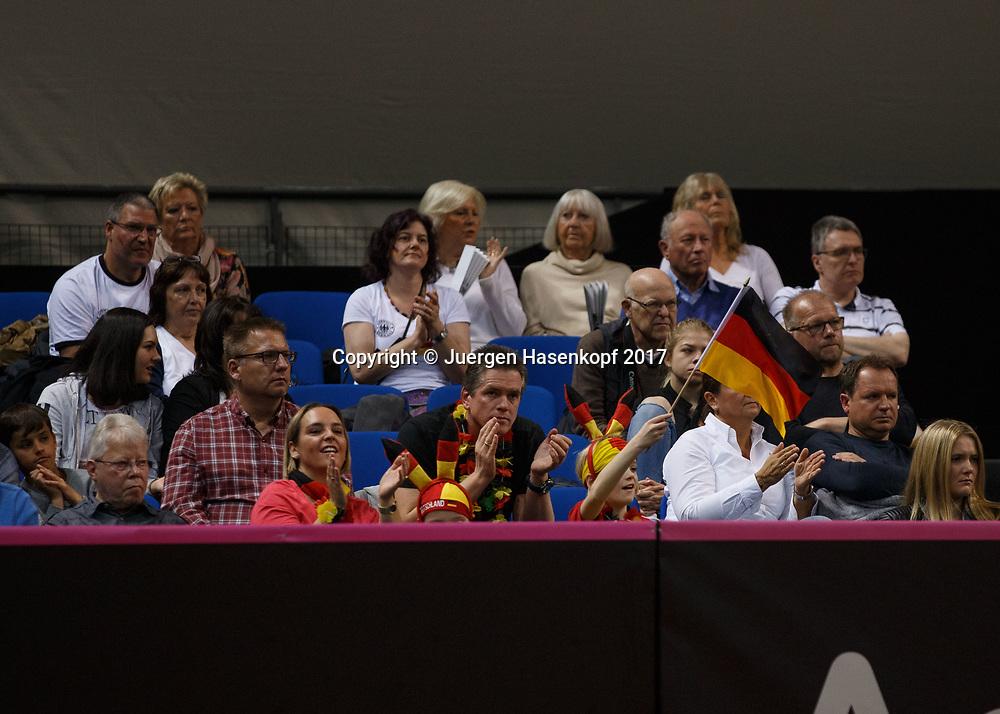 GER-UKR, Deutschland - Ukraine, <br /> Porsche Arena, Stuttgart, internationales ITF  Damen Tennis Turnier, Mannschafts Wettbewerb,<br /> Fans in einer Loge