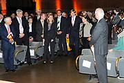 Uitreiking Heinekenprijzen 2008 in de Beurs van Berlage te Amsterdam waar Willem Alexander zes grote internationale prijzen uit op het gebied van wetenschap en kunst. De prijsuitreiking vindt plaats tijdens een bijzondere zitting van de Koninklijke Nederlandse Akademie van Wetenschappen (KNAW). De Prins houdt op deze bijeenkomst een toespraak waar de magie van de wetenschap centraal staat; het thema dat de KNAW ter gelegenheid van haar tweehonderjarig bestaan gekozen heeft. ///<br /> <br /> Heineken award celebration 2008 in the Beurs van Berlage in Amsterdam where Willem Alexander six large international prices in the field of science and art. This takes place during a particular meeting of the royal Dutch Akademie of sciences (KNAW). The prince keeps on this meeting a speech where the magic of science central state; the topic which the KNAW have chosen existence on the occasion of its twohunderd year celebration.<br /> <br /> <br />   <br /> <br />  The Prince Willem Alexander with Charlene de Carvalho ( daughter and president of Heineken) and her husband Michel de Carvalho.