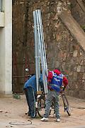 10 points for the creativity, but i'm not sure if the stability score is very high. Captured in Rwanda | 10 poeng for kreativitet, men jeg er ikke sikker på om stabiliteten er mye å rope hurra for. Bildet er tatt i Rwanda i februar 2013.