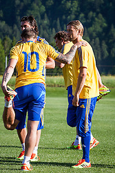 25.05.2012, Sportplatz, Walchsee, AUT, UEFA EURO 2012, Trainingscamp, Ukraine, Training, im Bild Andriy Voronin, (UKR) und Anatoliy Tymoshchuk, (UKR) // Andriy Voronin, (UKR) and Anatoliy Tymoshchuk, (UKR) during the first Trainingssession of Ukraine National Footballteam for preparation UEFA EURO 2012 at the Stadium, Walchsee, Austria on 2012/05/25. EXPA Pictures © 2012, PhotoCredit: EXPA/ Juergen Feichter