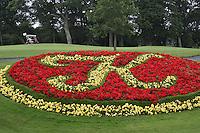 STAFFAN (Ierland) - K CLUB bij Dublin, de golfbaan waar in 2006 de Ryder Cup wordt gespeeld. Logo in bloemenbed.