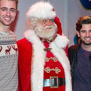 NLD/Hilversum/20151207- Sky Radio's Christmas Tree for Charity, Beau Schneider en Ruud Feltkamp met de kerstman