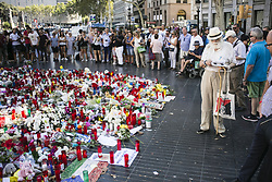 August 22, 2017 - Barcelona, Spain - SPAIN ATTACK BARCELONA.People display flowers, candles, balloons and many objects to pay tribute to the victims of the Barcelona and Cambrils attacks on the Rambla boulevard in Barcelona on August 22, 2017, five days after the Barcelona and Cambrils attacks that killed 15 people. (Credit Image: © Xavier Bonilla/NurPhoto via ZUMA Press)