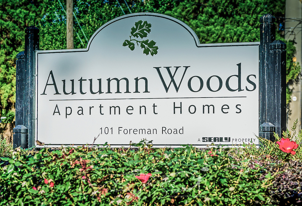 Entrance sign at Autumn Woods apartments in Mobile Alabama ...