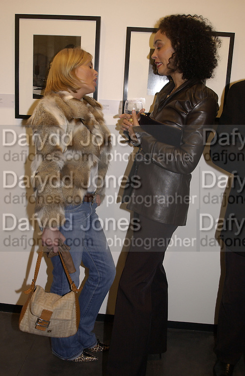 Patsy Kensit. Robert Doisneau exhibition preview. Hamiltons. 20 November 2001. © Copyright Photograph by Dafydd Jones 66 Stockwell Park Rd. London SW9 0DA Tel 020 7733 0108 www.dafjones.com
