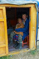 Mongolie, Province de Ovorkhangai, Vallee de l'Orkhon, jeune garcons nomades // Mongolia, Ovorkhangai province, Okhon valley, young nomad boy